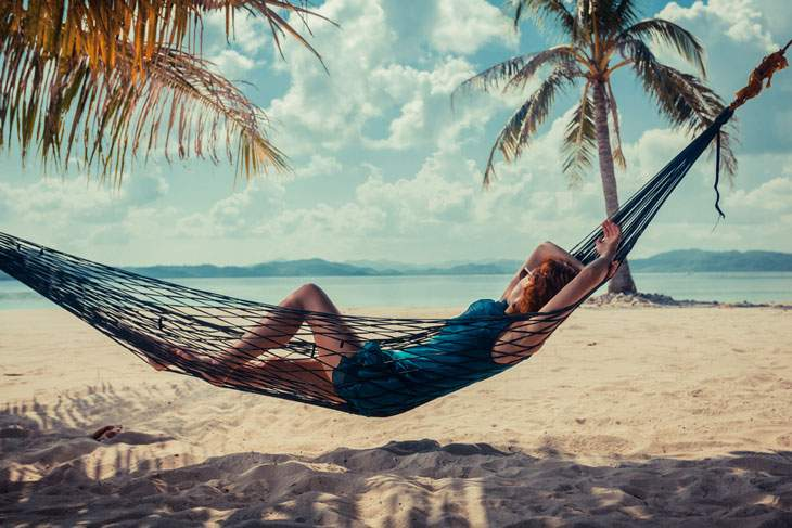 how to hammock on the beach